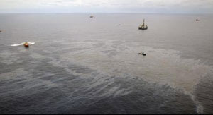An aerial view shows oil that seeped from a well operated by Chevron at Frade, on the waters in Campos Basin in Rio de Janeiro state November 18, 2011. Credit: Reuters/Rogerio Santana/Handout