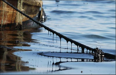 Oil coats a boat rope on July 18, 2010 after a huge spill following the fire at the port in Dalian, China. (AFP/AFP/Getty Images)