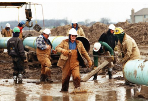 "Members of the ""chain gang"" assemble a pipeline near Burlington, Ill.  (Credit: AP)"