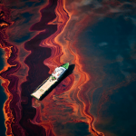 Amazing Daniel Beltra image of the Gulf Oil Spill from above.